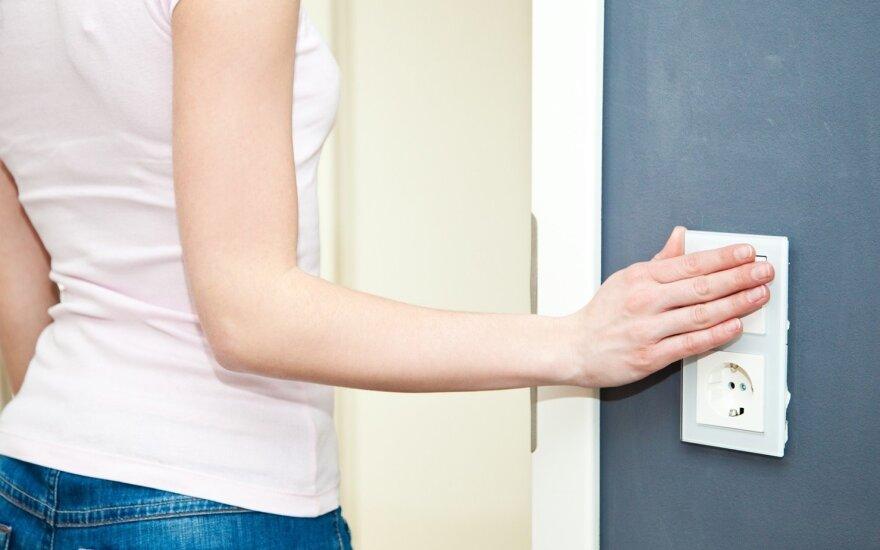 Elektriko patarimai savarankiškoms moterims arba kada kviesti specialistą?