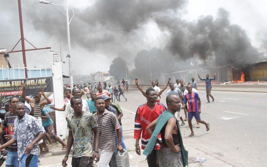 Konge sudužus nedideliam lėktuvui žuvo dešimtys žmonių