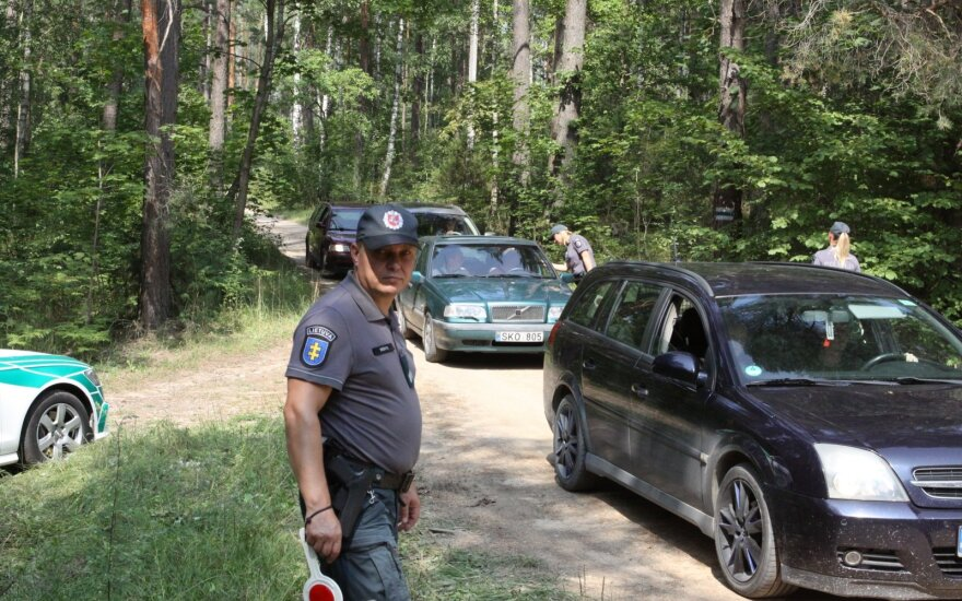 Reidai prie festivalių: vairuotojai girti, bet dauguma linksmi ir mandagūs – vienas, pamatęs policininkes, puolė mautis kelnes