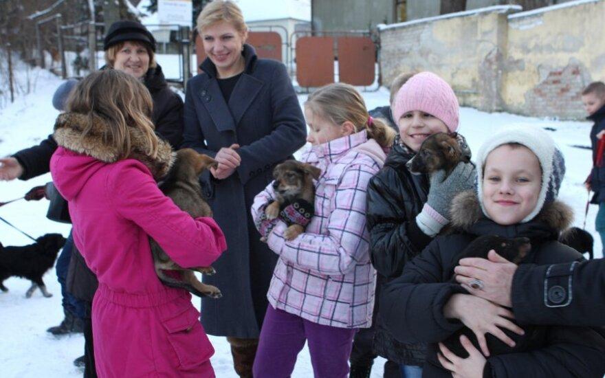 """""""Tautmilės prieglaudėlės"""" gyvūnus aplankė Lietuvos kurčiųjų ir neprigirdinčiųjų ugdymo centro auklėtiniai"""