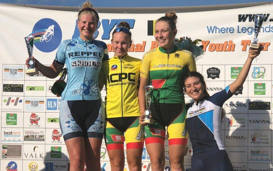 Akvilė Giedraitytė (antra iš kairės), Paulina Patinskaitė (antra iš dešinės) / Foto: International Belgian Youth Tour