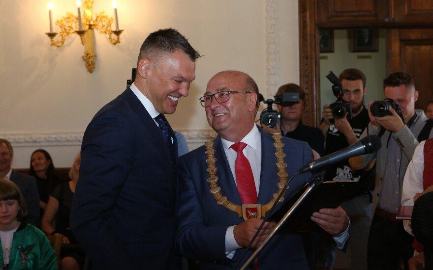 Šarūnas Jasikevičius with the mayor of Kaunas