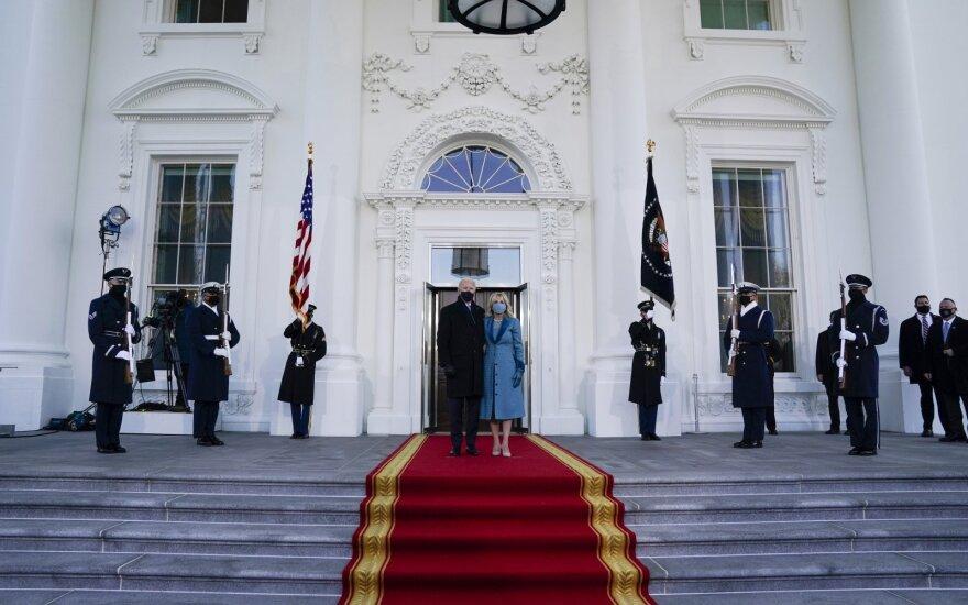 Bidenas po inauguracijos pirmąkart atvyko į Baltuosius rūmu