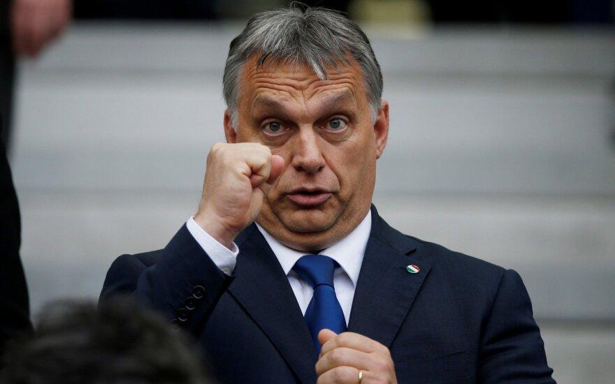 """Vengrijos kairieji vienijasi prieš """"visagalį"""" dešiniųjų premjerą V. Orbaną"""