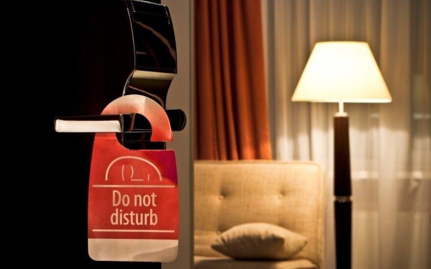 """Visa tiesa apie viešbučių siekį atsisakyti lentelių su užrašu """"netrukdyti"""""""