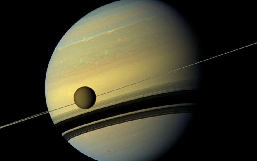 Saturnas ir jo palydovas Titanas
