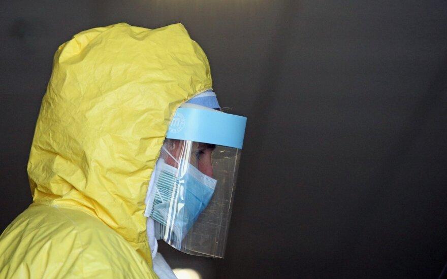 JAV mirė dar 1 680 koronavirusu užsikrėtusių žmonių