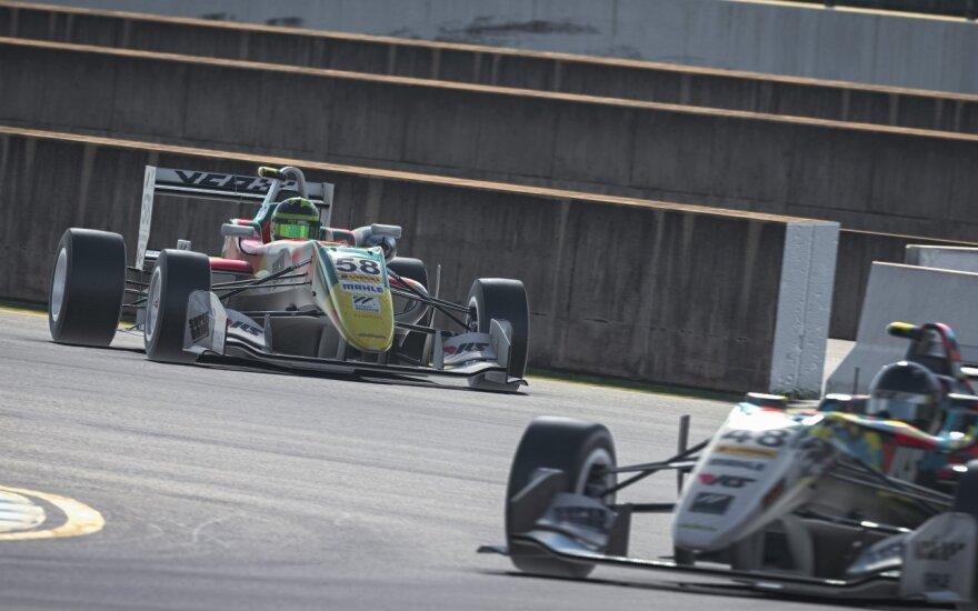 Virtualių lenktynių čempionato pirmame etape nugalėjo Verstappenas, lietuvis liko 12-as