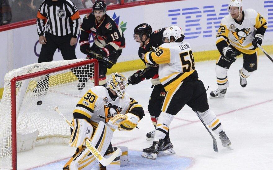 """NHL čempionai neprilygo """"Senatoriams"""""""