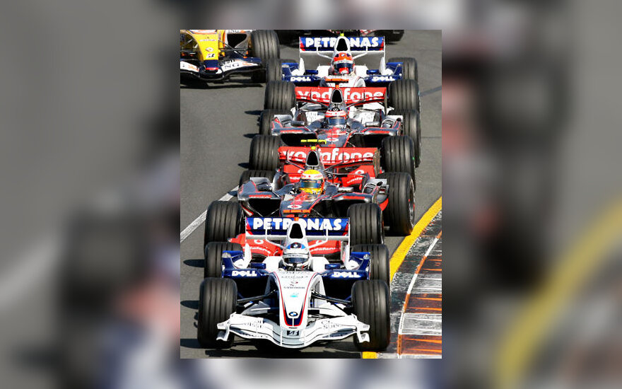 """Formulės-1"" bolidai Melburno trasoje"