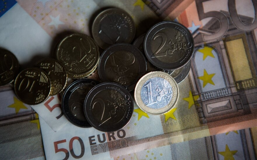 Mokyklų jaunųjų žurnalistų konkursas. Metai po euro įvedimo: kaip pasikeitė Lietuva?