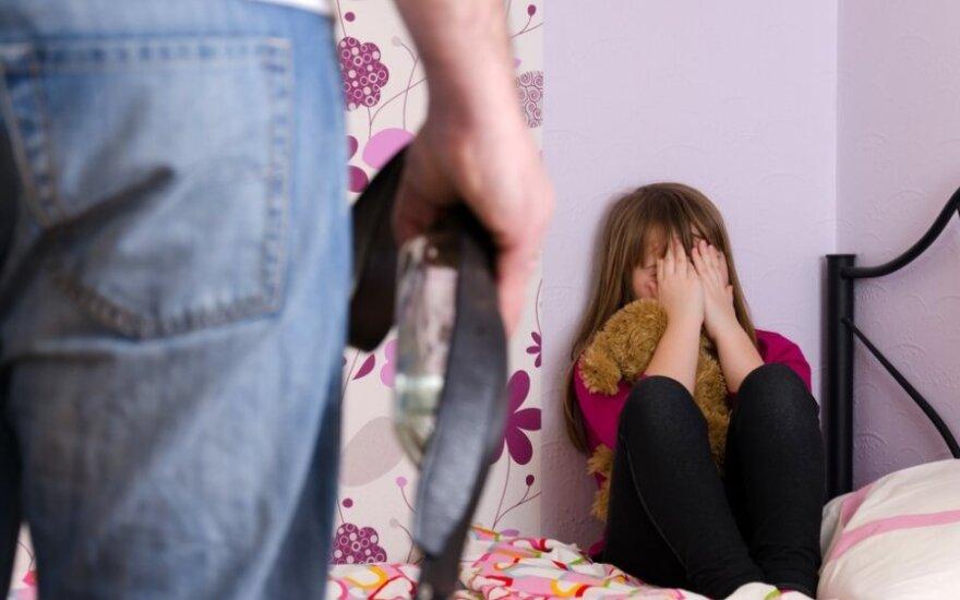 Airijoje 10-metė lietuvė papasakojo, kad mama ją penkerius metus dalijo vyrams