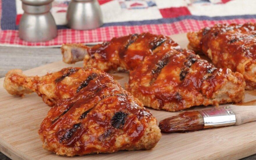 Patarimai ruošiantis į gamtą, kaip ant grilio iškepti skaniausią viščiuką ar paruošti desertą