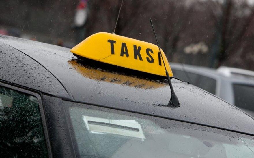 """Vietoj taksi """"automobilio nuomą"""" siūlantys verslininkai sulaukė atkirčio"""