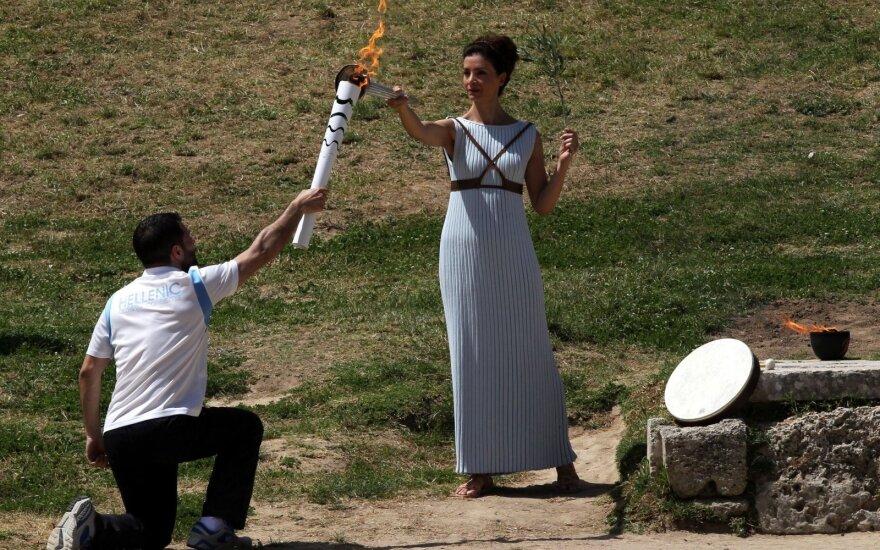Graikijoje įžiebta Rio de Žaneiro olimpinių žaidynių ugnis
