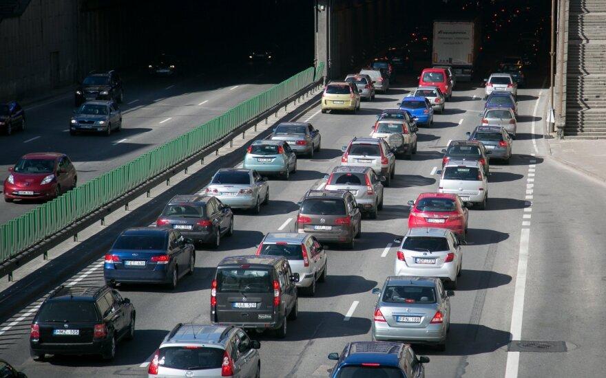 Karbauskis – prieš platesnį NT apmokestinimą ir automobilių mokestį