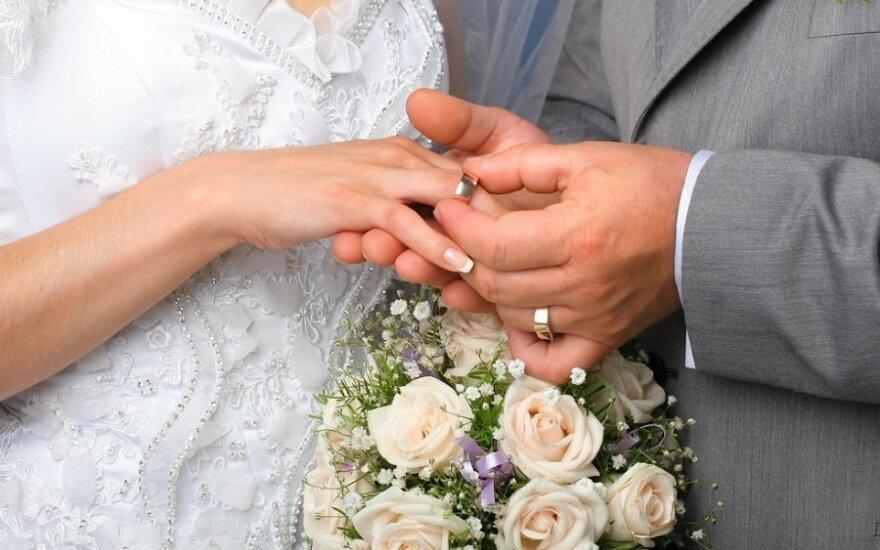 Draugė nori bažnytinės santuokos, o aš prieš religiją, ką man daryti?