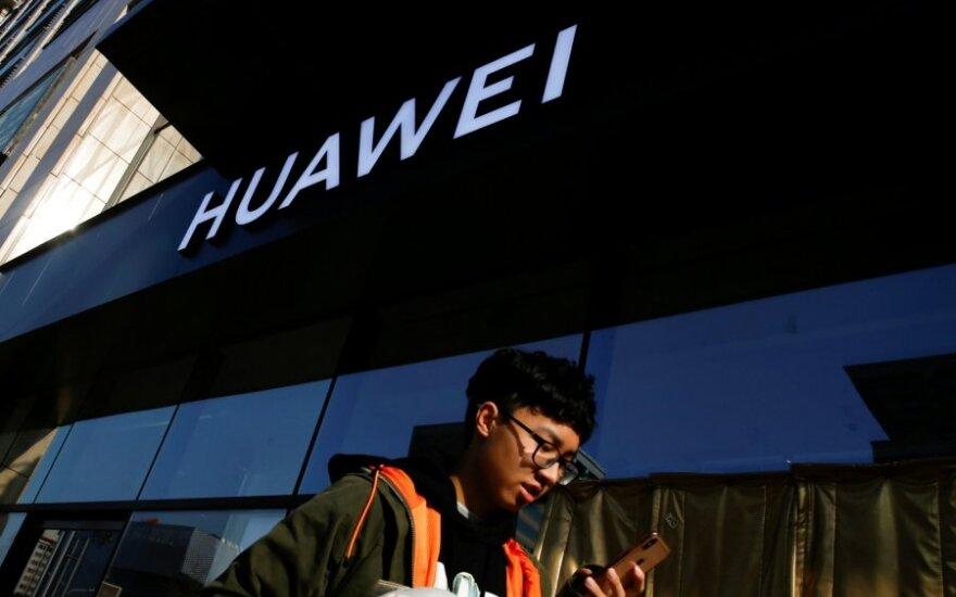 """""""Huawei"""" parduotuvė Pekine"""