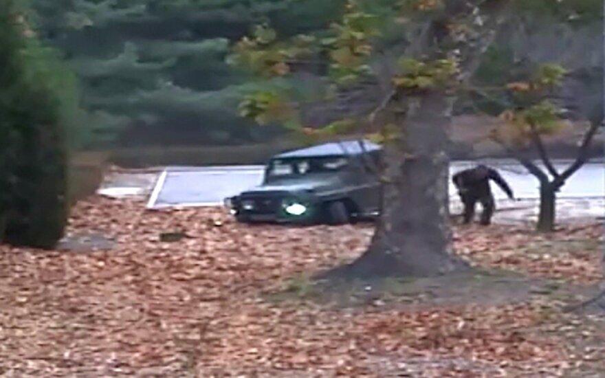 Dramatiškame vaizdo įraše – iš Šiaurės Korėjos bėgantis karys