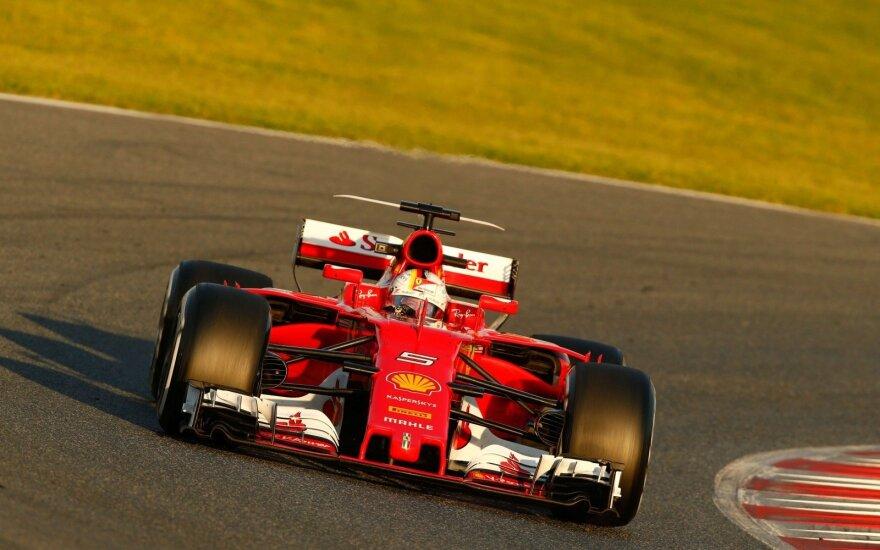 """Sebastianas Vettelis ir automobilis """"Gina"""""""