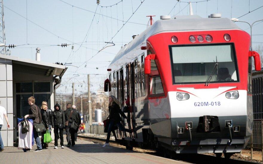 Šiemet traukiniais keliavo daugiau keleivių