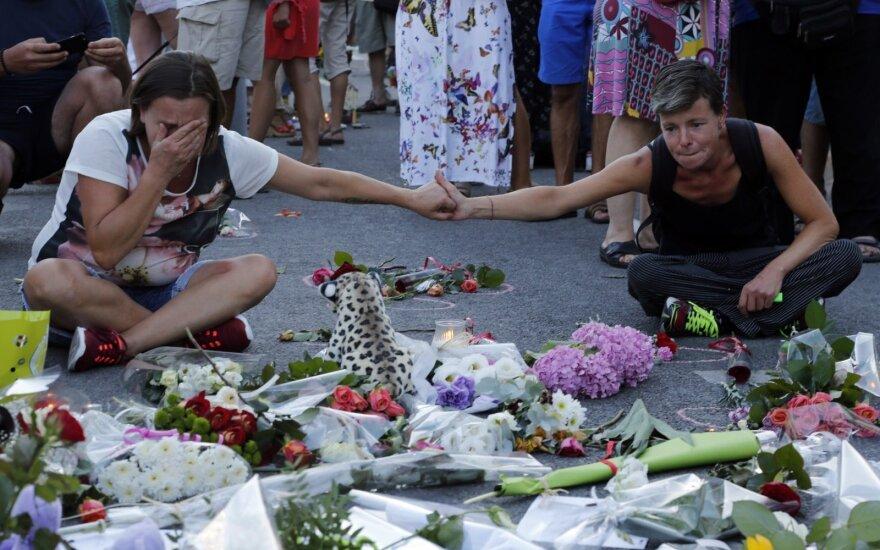 Dėl Nicos išpuolio nuotraukų Prancūzijos prokuratūra siekia uždrausti platinti savaitraščio numerį