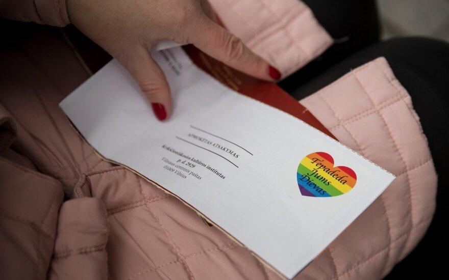 Prieš masiškai paskleistą peticiją surengta LGBT akcija