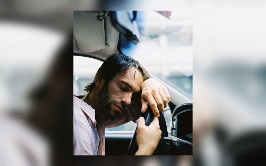 Vairuotojų nuovargis sukelia dvigubai daugiau tragiškų pasekmių nei vairavimas išgėrus