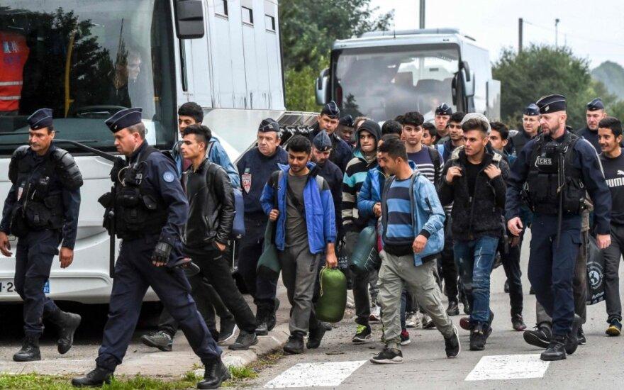 Iš stovyklos evakuojami migrantai