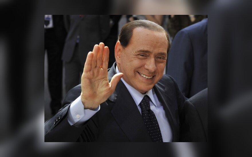 """<font color=""""#6699cc""""><strong>Spaudos apžvalga.</strong></font> Berlusconio džiaugsmas ir EK siūlymai nutraukti paramą nemokantiems taupyti"""