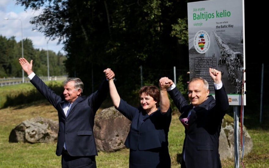 Commemorative Baltic Way stands unveiled in Lithuania