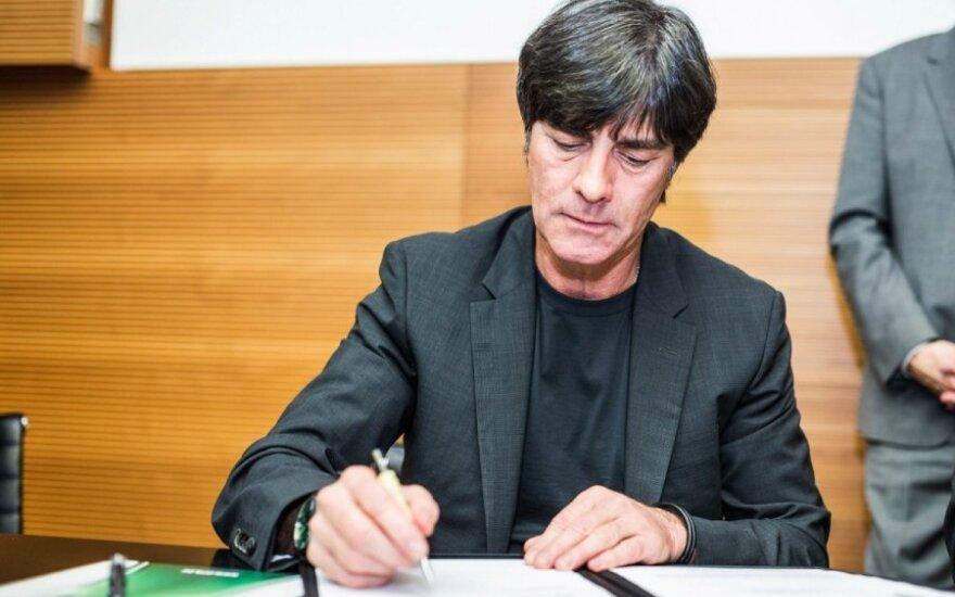 Joachimas Loewas pasirašo naują sutartį treniruoti Vokietijos rinktinę