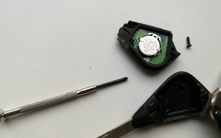 Vyrą nemaloniai nustebino signalizacijos pultelio baterijos keitimo kaina