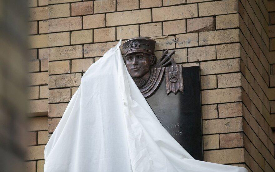 Nausėda ragina puoselėti istorinę atmintį: visuomenė nori matyti ten didvyrius, ne vien nusikaltėlius