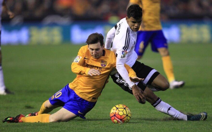 "Lionelis Messi (""Barcelona"") ir Danilo Barbosa (""Valencia"")"