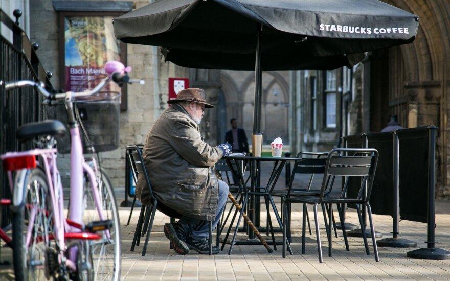 Šiemet vidutinės britų šeimos pajamos sumažės 500 svarų