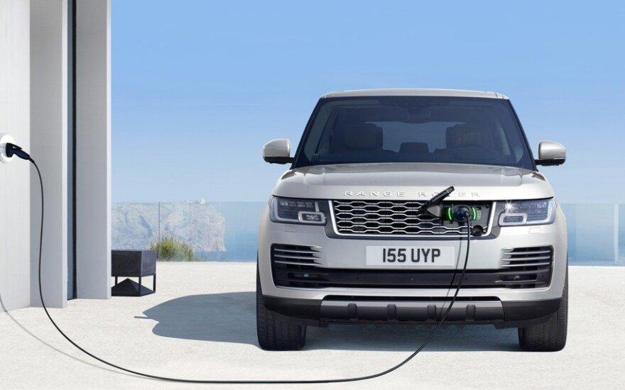 """Atnaujinti """"Range Rover"""" turės įkraunamas hibridines versijas"""