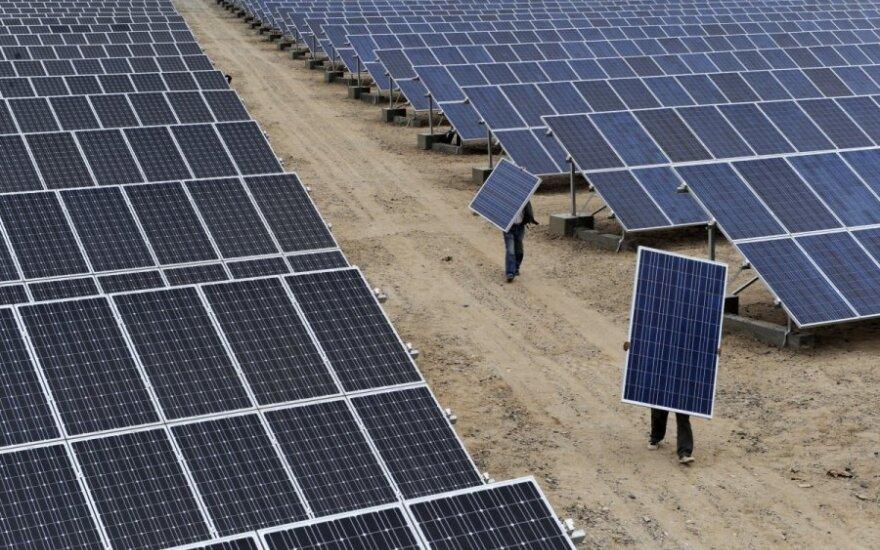 ES oficialiai nepratęsė sankcijų saulės baterijų importui iš Kinijos