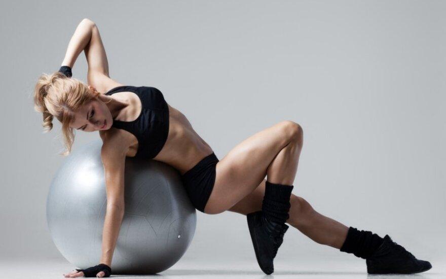 """""""Judam kartu"""": treniruotė dailiam ir stipriam kūnui"""