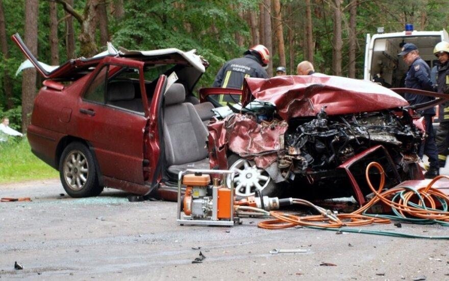 Kaune avarijos metu sužeisti trys žmonės