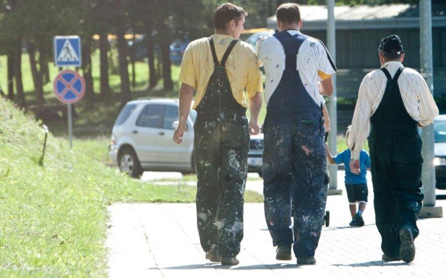 Skolų valstybei nemokantiems siūloma nurėžti dalį socialinių išmokų