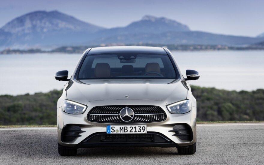 """Mercedes-Benz"" atnaujino E klasės modelį"