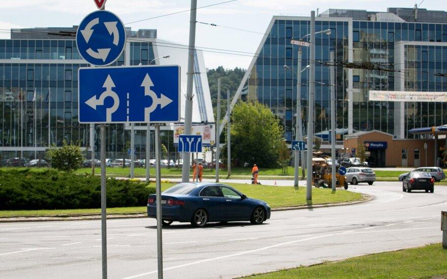 Vairuotojai peikia žiedines sankryžas, tačiau problemos kyla tik dėl jų daromų klaidų
