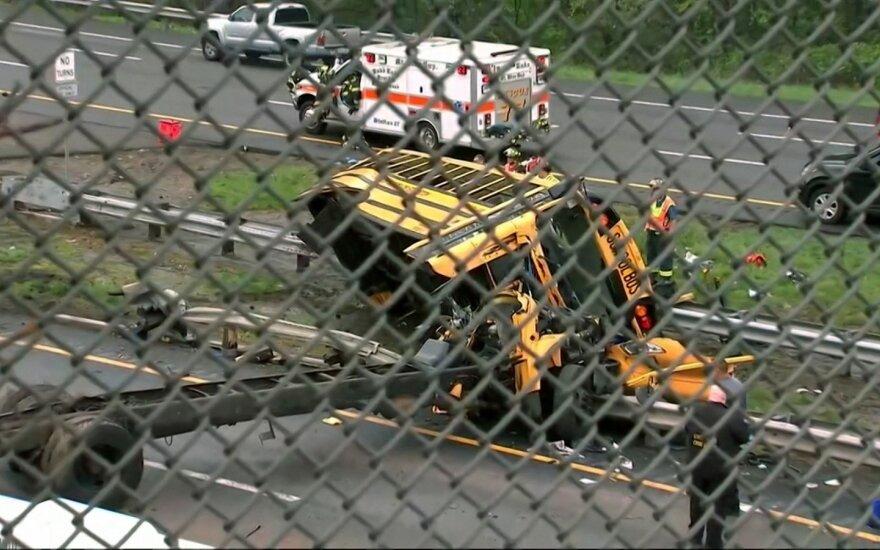 Mokyklinio autobuso avarija JAV pareikalavo vaiko gyvybės, sužeidė dar tris