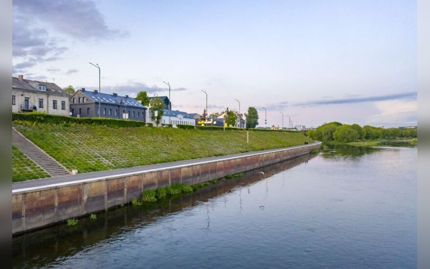 Suspected pollution in Belarus prompts experts take water samples from Nemunas