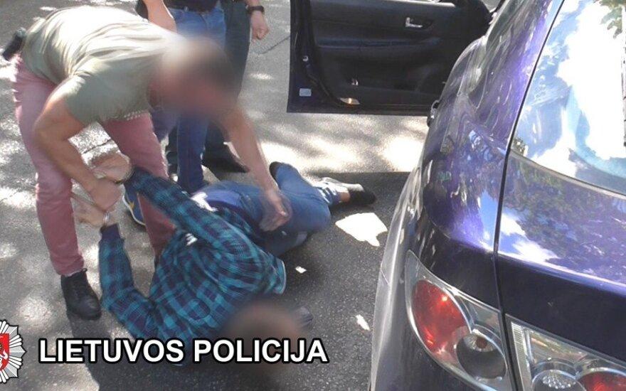 Akmenės rajone rastas, įtariama, nužudytas vyras, sulaikyti du įtariamieji