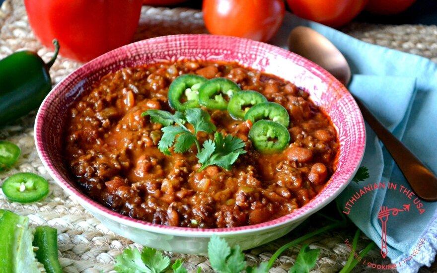 Šildantis patiekalas šaltam vakarui – meksikietiškas jautienos ir pupelių troškinys
