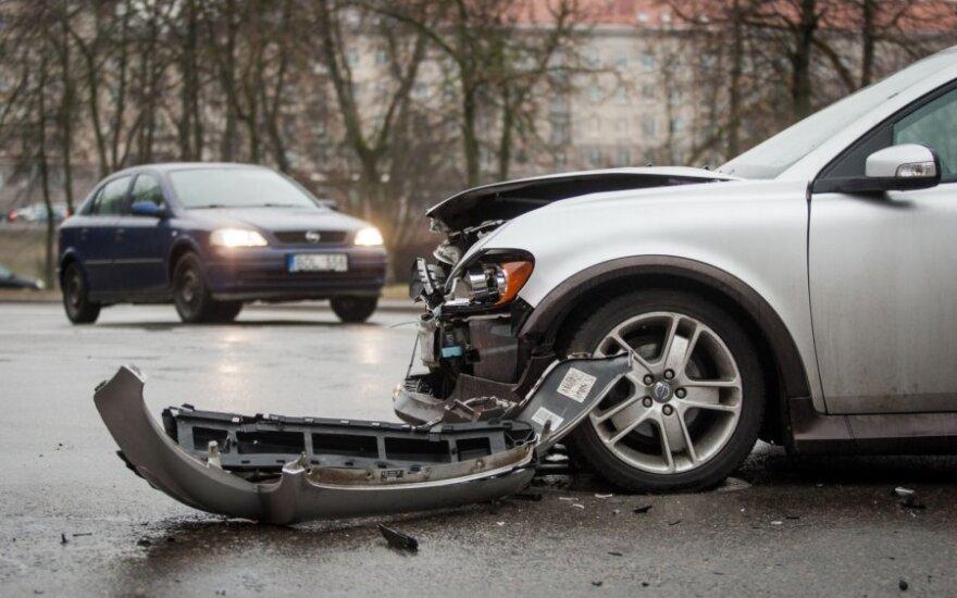 Policija vairuotojams primena, ką daryti po avarijos
