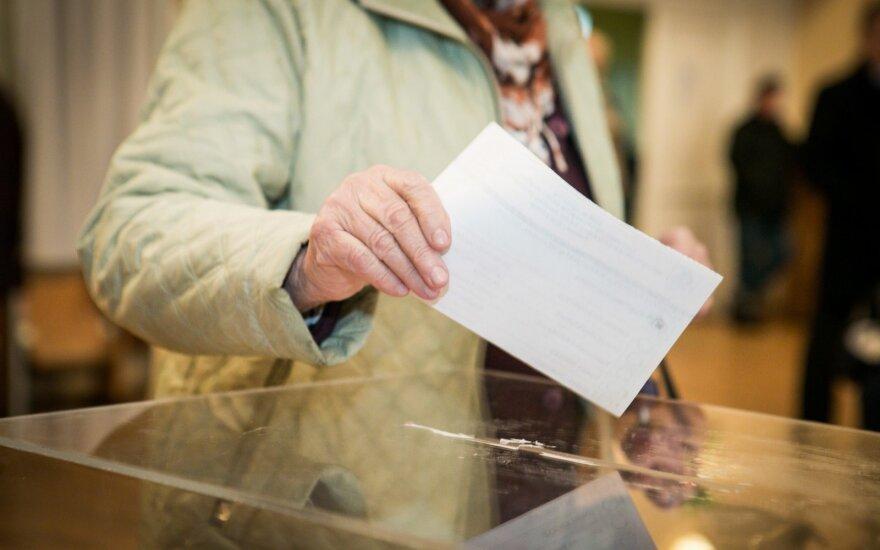 Baltosios pirštinės: rinkimų ryto tendencija – neužantspauduotos balsadėžės