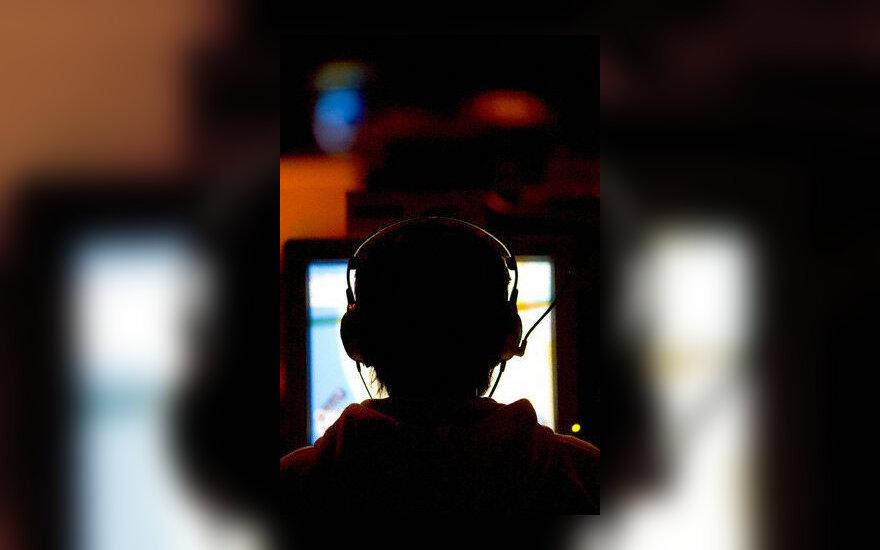 Vaikas, kompiuteris, kompiuteriniai žaidimai, internetas